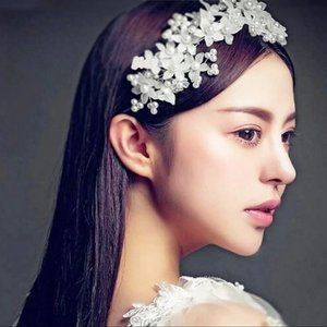 Accessories - Beautiful Floral Pearl Bridal Hair Piece